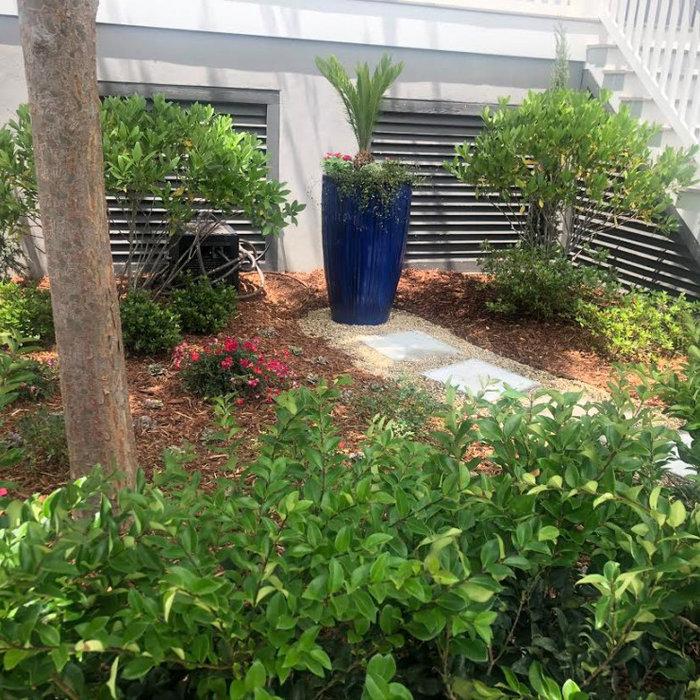 Pretty Courtyard Garden in Daniel Island, Charleston, SC
