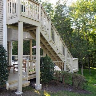 Foto di una grande scala a rampa dritta chic con parapetto in legno, pedata in legno, alzata in legno e pareti in legno