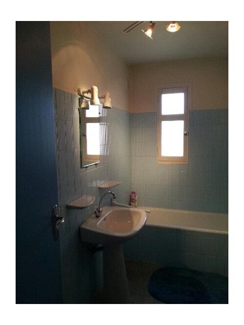 renaissance pour une salle de bain fade des ann es 70. Black Bedroom Furniture Sets. Home Design Ideas