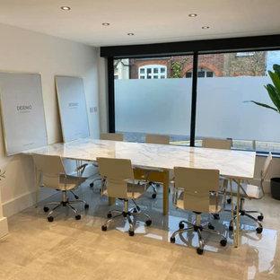 Mittelgroßes Industrial Arbeitszimmer mit Arbeitsplatz, Terrakottaboden, Einbau-Schreibtisch und türkisem Boden in Essex