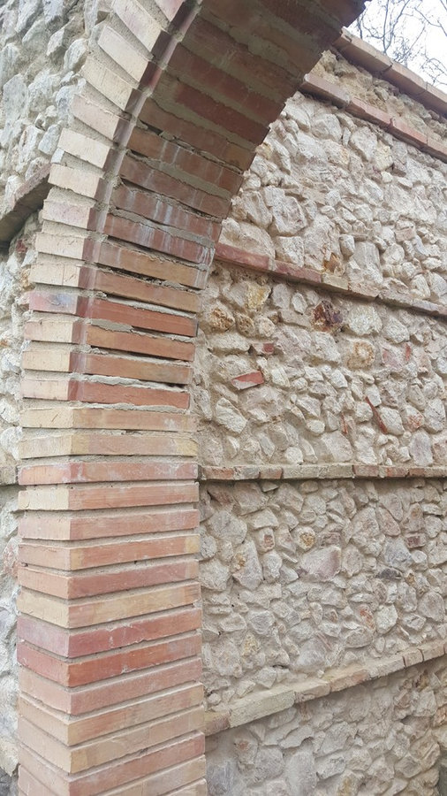 Rampart rubble wall construction- Réalisation des remparts