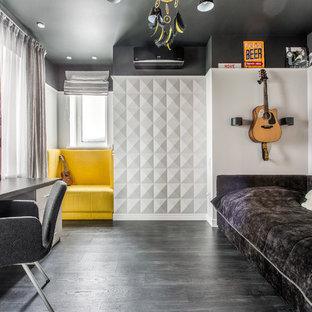 Idées déco pour une chambre d'enfant contemporaine avec un mur blanc, un sol en bois foncé et un sol noir.
