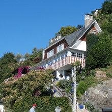Descubre el frondoso jardín de esta casa en Luarca, Asturias