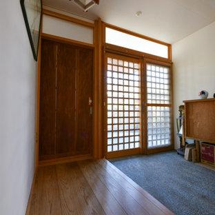 他の地域の小さい和モダンなおしゃれな階段 (木材の手すり) の写真