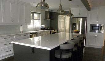 Contempory White kitchen with shaker doors