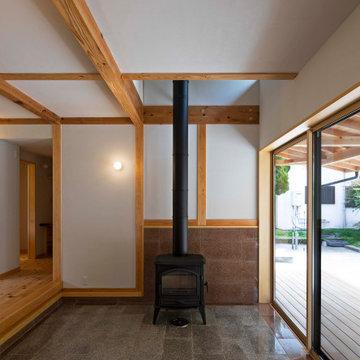 薪ストーブのある玄関土間