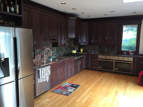 Kitchen Trim And Cabinet Color