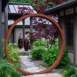 На фото: участок и сад в восточном стиле с