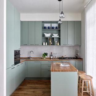 Пример оригинального дизайна: кухня в стиле неоклассика (современная классика) в частном доме