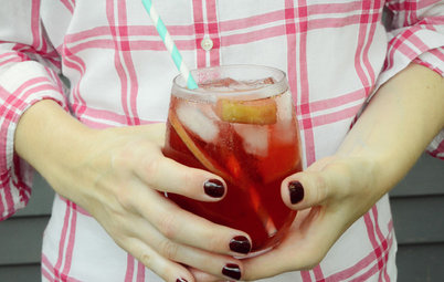 A Juicy Fall Sangria for Your Outdoor Mini Bar