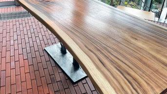 Baumstamm Tisch für Wintergarten mit robuster Beschichtung und Epoxidharz