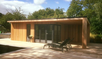 Wiltshire garden room with overhung seating area