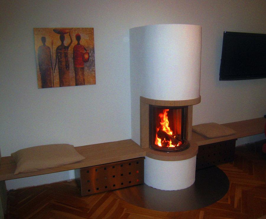 Frontkamin halbrund mit Sitzbank aus Sandstein