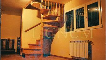 Escalera de caracol en planta cuadrada