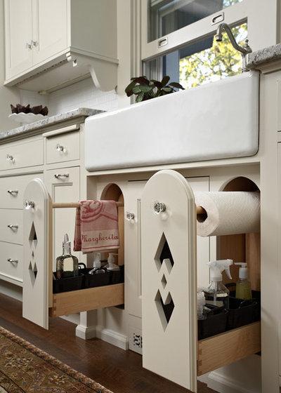 Traditional  by David Heide Design Studio