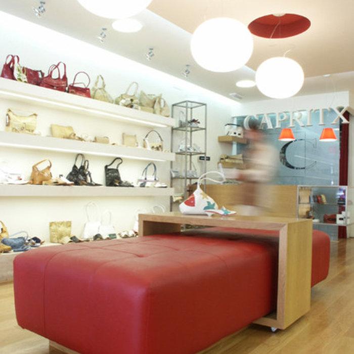 Reforma de local destinado a zapatería en el Albir. Calzado hombre/mujer CAPRITX