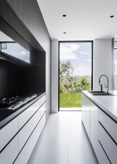 Modern Kitchen by Hollier Studio
