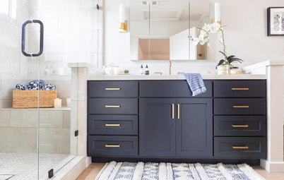 Bathroom of the Week: Breezy and Open With a Navy Blue Vanity