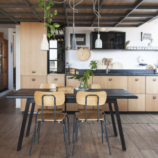 Immagine di una sala da pranzo industriale