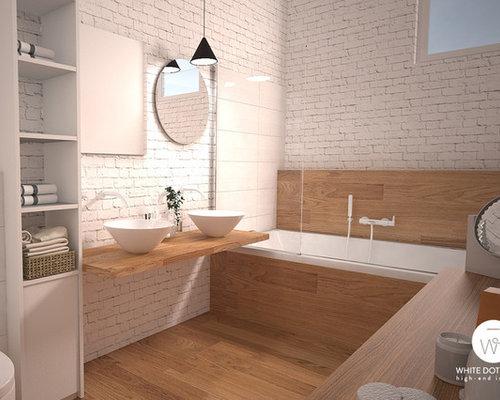Salle de bain scandinave avec un sol en bois clair for Salle de bain sol bois clair
