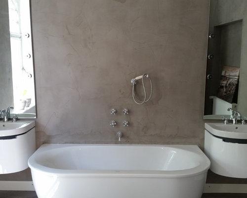 ein bad mit beton spachteltechnik und einer freistehender badewanne. Black Bedroom Furniture Sets. Home Design Ideas
