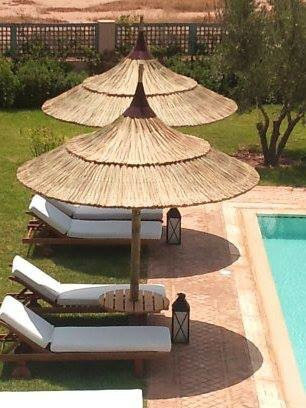 am nagement piscine parasol naturel en paille