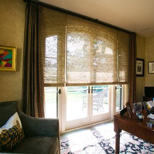 ロサンゼルスの中サイズのトラディショナルスタイルのおしゃれな書斎 (緑の壁、スレートの床、暖炉なし、自立型机、マルチカラーの床) の写真