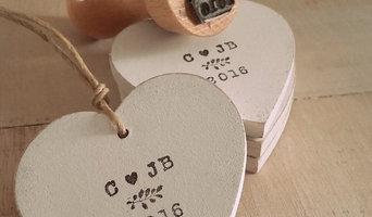 Petits coeurs en bois et tampon personnalisé