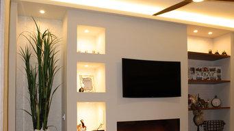 Mueble-estantería diseñado para chimenea y televisión