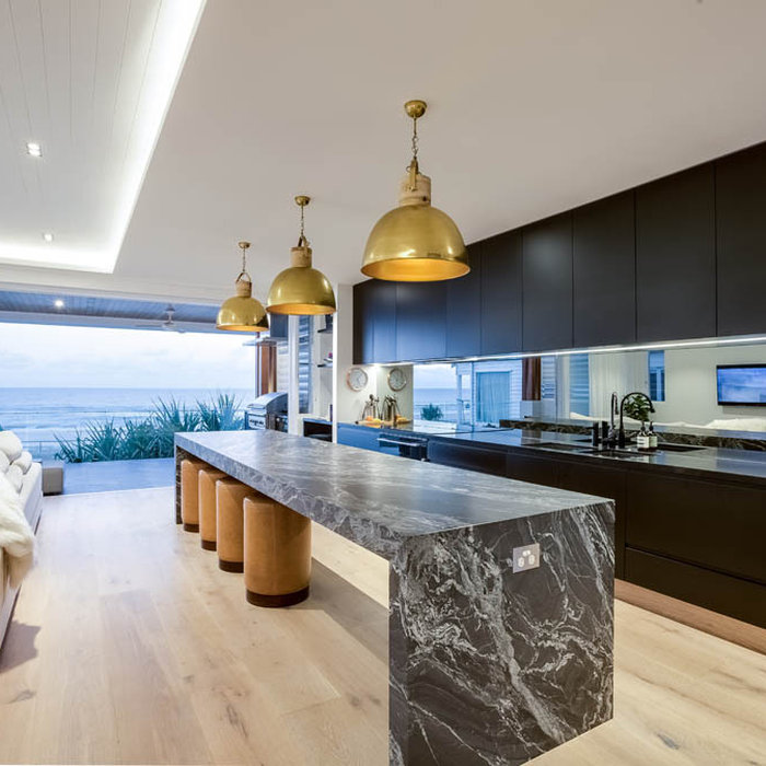 Example of a kitchen design in Gold Coast - Tweed
