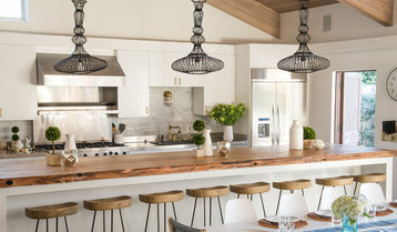 Matte Black and Natural Wood in the Kitchen