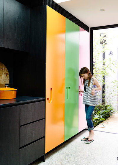 Contemporary Entry by mckimm residential design
