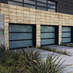Contemporary Style Garage Doors In San Francisco Bay.