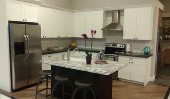 Showroom Transitional Two Tone Kitchen