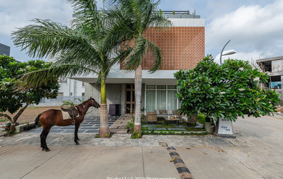 Surat Houzz: This Modern Home Reveals Subtle Contrasts & Small Details