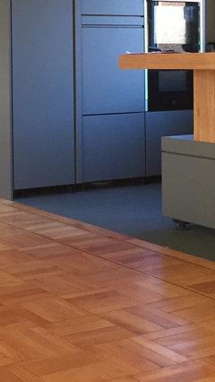 bodenbelag in der offenen k che und wohnzimmer. Black Bedroom Furniture Sets. Home Design Ideas
