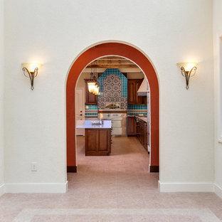 Foto de comedor mediterráneo, grande, abierto, sin chimenea, con paredes blancas, suelo vinílico y suelo beige