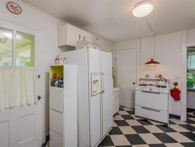 Renovated Kitchen Reclaims Historic Charm in 1810 Farmhouse