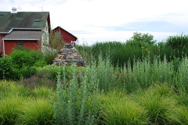 Farmhouse  by Jay Sifford Garden Design