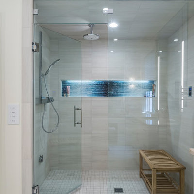 Transitional home design photo in Raleigh