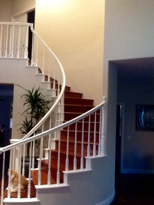 How to decorate the walls of a curved staircase?
