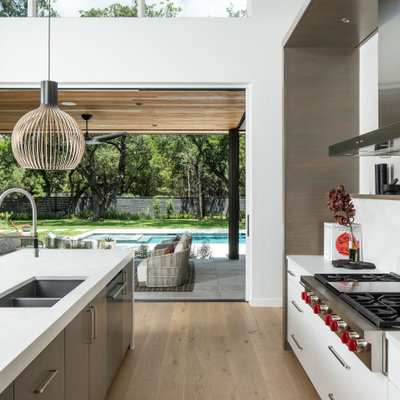 Example of a trendy kitchen design in Austin