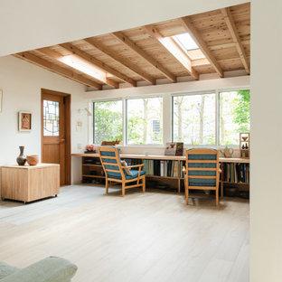 東京23区の小さいコンテンポラリースタイルのおしゃれなサンルーム (合板フローリング、暖炉なし、天窓あり、ベージュの床) の写真