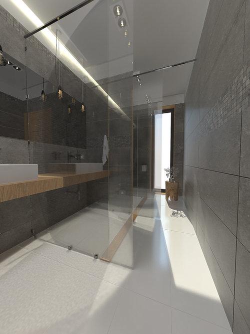Bagno lungo e stretto: doccia passante