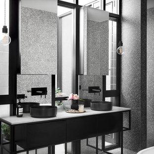 На фото: главная ванная комната среднего размера в стиле лофт с черными фасадами, серой плиткой, серыми стенами, полом из терраццо, мраморной столешницей, серым полом и белой столешницей с