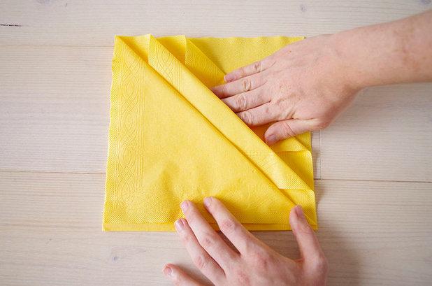 Diy pliez vos serviettes pour en faire d 39 l gants range - Pliage serviette range couvert ...