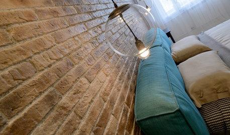 Houzz тур: Бетонный потолок, кирпич и яркая зелень для семьи из Сибири