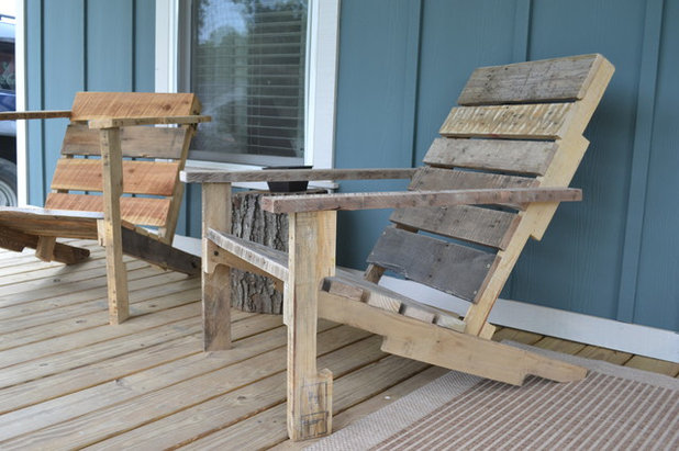 Build Your Own Wooden Deck Chair From A Pallet For 10