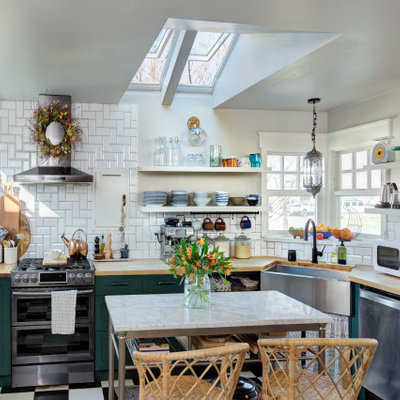 Example of a transitional kitchen design in Charlotte