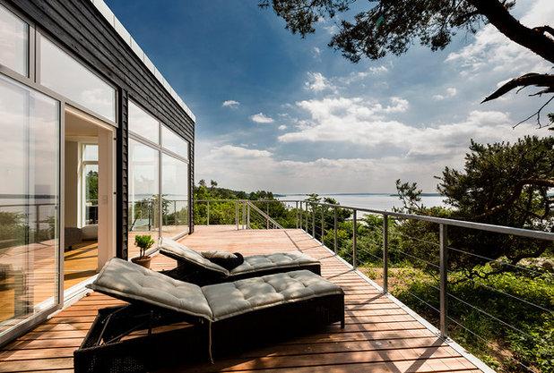 Modern Deck by Skanlux byggefirma A/S